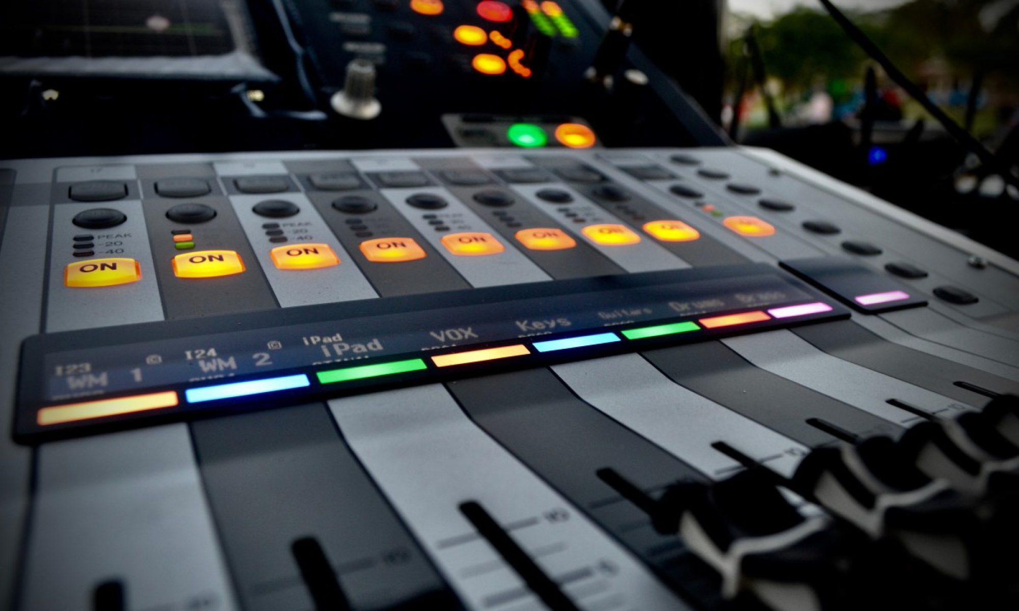 Studio. Stage. Live.